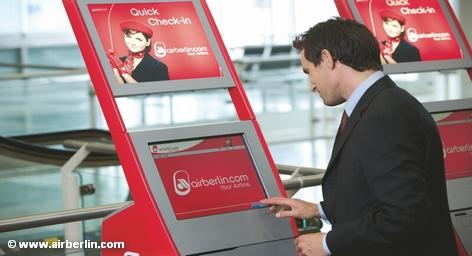 У терминала экспресс-регистрации авиакомпании Air Berlin
