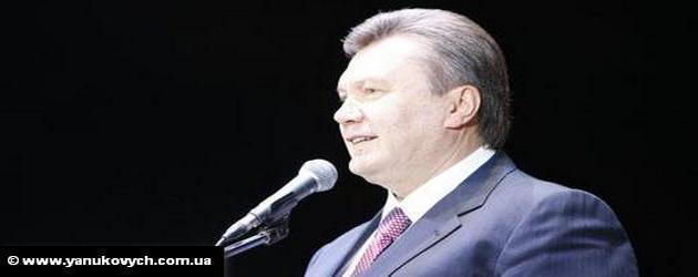 Украина как никогда близка к обретению статуса ассоциированного члена ЕС, заявил президент Украины Виктор Янукович, выступая во вторник перед народом по случаю Дня независимости страны. Украина рассчитывает до конца 2010 года подписать с ЕС соглашение об ассоциации, частью которого станет положение о зоне свободной торговли. В этой связи агентство РИА Новости замечает, что, несмотря на устремления Киева, Брюссель пока не спешит предоставлять ему членство в ЕС.