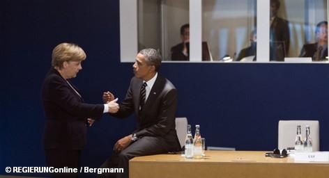 """Соединённые Штаты стоят плечом к плечу с Евросоюзом в борьбе против финансового кризиса – заверил президент США Барак Обама на саммите """"большой двадцатки """" в Каннах. Глава Белого дома призвал лидеров ЕС в скорейшем времени разрешить кризис в еврозоне и одобрил уже сделанные шаги на этом пути. Президент США наметил и путь выхода из кризиса. Однако Германия против."""