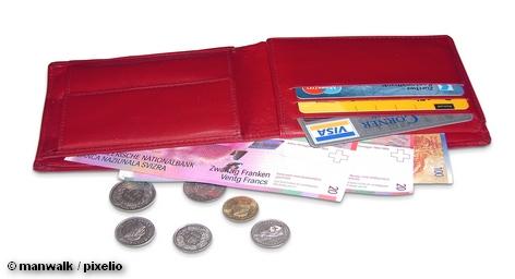 кошелек, деньги, швейцарские франки, кредитки, кредитка, кредитные карты