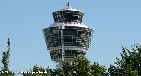 В худшем случае она состоится уже в среду. По крайней мере, так настроены члены профсоюза GdF, который сотрудников немецкого ведомства по обеспечению безопасности гражданской авиации DFS, проголосовавшие сегодня за трудовую борьбу. Профсоюз требует прибавки к заработной плате в размере 6,5% для 5,5 тысяч сотрудников отрасли во всей Германии.