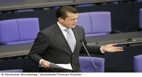 Министр обороны Германии Карл-Теодор цу Гуттенберг не нашел поддержки его планам реформирования вооруженных сил. Согласно его предложениям в будущем срочная служба в Германии должна быть отменена, а на смену призывникам придут контрактники.