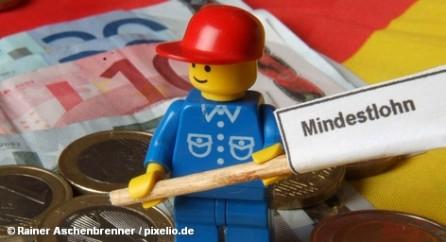 Объединённый профсоюз работников сферы услуг Verdi вывел сегодня на однодневную забастовку 6700 работников Deutsche Telekom. Среди их интересов - переговоры о повышении заработной платы. Профсоюзы требуют ее увеличения в ближайшем году на 6,5 процентов. Deutsche Telekom готов платить в течение двух лет лишь на 2,17 процента больше.