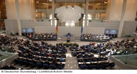 Президент Германии Йоахим Гаук увольняет канцлера страны Ангелу Меркель и все ее правительство.