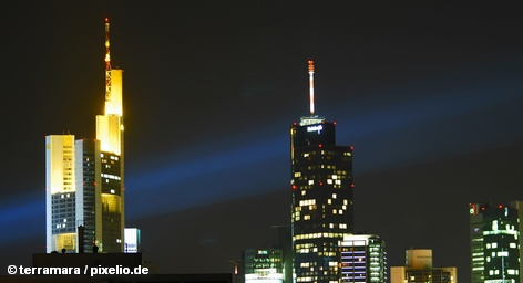 До 20-го января, когда Commerzbank должен представить свой план действий по обеспечению базового капитала на уровне в пять миллиардов евро, как это предписывают новые правила Европейского банковского надзора (EBA), осталось не так много времени. Руку помощи Commerzbank может протянуть страховая компания Allianz, которая несколько лет назад продала Commerzbank старейший кредитный институт Германии Dresdner Bank.