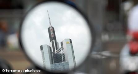 В настоящее время акции Commerzbank являются пешкой в играх хедж-фондов, которые играют на понижение.