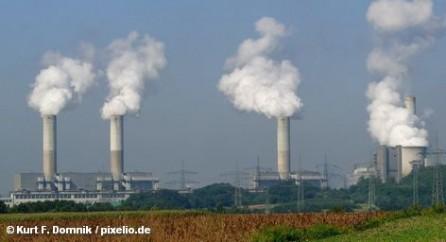 «Хотя в данный момент по причине введения в стране моратория на эксплуатацию АЭС в Германии сжигается больше угля, это не влияет на максимально допустимую в Европе границу выбросов диоксида углерода (CO2)», - приводит в сегодняшнем номере Financial Times Deutschland мнение президента Федерального ведомства по охране окружающей среды Йохена Флашбарта.