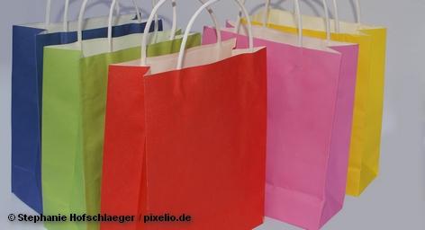 Шопинг, как полагают, ученые, также вид отдыха. Кому что: кто-то расслабляется на море, другие в горах, третьи в музеях, а есть и такие которых прёт от магазинов. Выгоднее делать, конечно, шопинг в сезон распродаж, однако в Европе всегда можно недорого пройтись по магазинам и в неурочное время, если посетить один из аутлетов: цены такие же приятные, как и на распродажах.