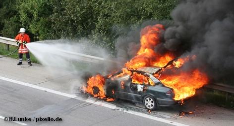 На этой неделе в Берлине практически каждую ночь горят автомобили. За последние три ночи сожжено по неизвестным причинам 67 автомобилей. Злоумышленники не найдены. Все больше автолюбителей проигрывают на себе кошмарный сценарий: что, если, то кто заплатит за ущерб? Ответ прост, но, вероятно, он не удовлетворит любого владельца транспортного средства.