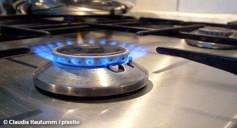 После провала переговоров о партнерстве с немецкой энергетической компанией RWE, «Газпром» идет в одиночку в наступление на немецкого конечного потребителя. Федеральное картельное ведомство Германии дает разрешение на миноритарное участие «Газпрома» в Verbundnetz Gas (VNG), крупнейший в Восточной Германии газораспределительной компании. Доля «Газпрома» в VNG уже в течение двух лет составляет 10,52 процента.
