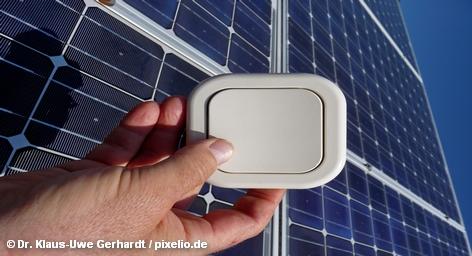 Осталось как-то незамеченным, что одновременно с проведением в Берлине Международной аграрной выставки «Зеленая неделя», значительная часть которой посвящена возобновляемым источникам энергии, правительство ФРГ решилось прекратить господдержку фотоэлектрической промышленности, что с большой вероятностью приведет к ее потуханию. Однако истинные проблемы заключаются в перепроизводстве модулей солнечных батарей.