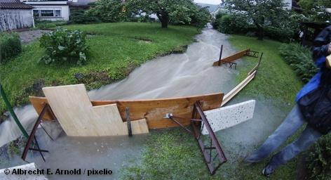 Чрезвычайная ситуация объявлена сегодня в населенных пунктах, расположенных на берегах 13 рек региона Моравия. Здесь […]