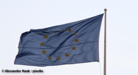 Резко возросло число прошений о предоставлении убежища в Германии, Бельгии, и Швеции, поданных цыганами из Косово. Иммиграционные власти Бельгии, к примеру, зарегистрировали в сентябре 196 прошений о предоставлении статуса беженцев со стороны выходцев из Косово, большинство из которых - представители цыганского меньшинства.