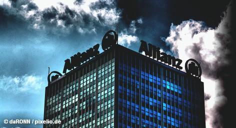 Немецкая страховая компания Allianz, несмотря на большое количество стихийных бедствий, в прошлом году получила неожиданно высокую прибыль, более половины которой Allianz получил от своего основного бизнеса: страхование от несчастных случаев и стихийных бедствий. В прошлом году они увеличили стразовые премии Allianz в три раза до € 1,3 млрд.