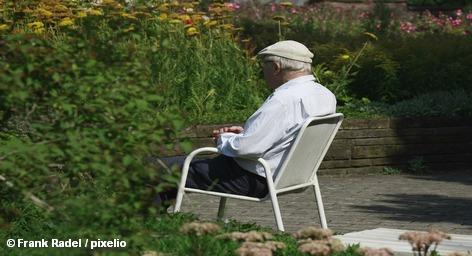 Руководство партии ХДС продолжает настаивать на том, чтобы пенсионный возраст в Германии был увеличен для всех без исключения до 67-ми лет. Оппоненты из СДПГ пытаются этому воспрепятствовать. А тем временем во Франции уже третий день не прекращаются массовые молодёжные манифестации. Их участники выступают против пенсионной реформы президента Николя Саркози.