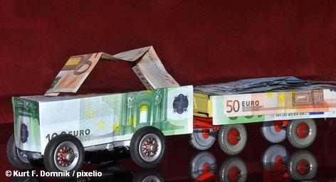 Концерн Daimler выплатит всем своим сотрудникам по всему миру, проработавшим на него не менее одного года, бонусы в размере до 1 тысячи евро. Повод - 125-летие регистрации первого патента компании, сообщили в компании, добавив: «Общая сумма платежей составит 125 млн. евро». Выплаты будут произведены в конце февраля, и их размер будет зависеть от выслуги лет работников.