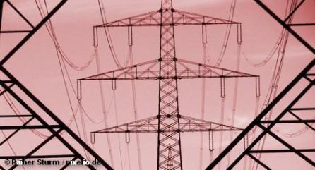 Энергетические компании Германии бьют тревогу: следующей зимой возможны массовые отключения электричества по причине его дефицита. По данным энергетических компаний, в результате отключения старых АЭС, которое планирует федеральное правительство, зимой только в южной Германии будет не хватать около 2 тысяч мегаватт электроэнергии.
