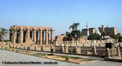 Луксорский храм — развалины центрального храма Амона-Ра, на правом берегу Нила, в южной части Фив, в пределах современного города Луксор