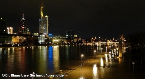 В финансовой метрополии Германии поспешно возведены заграждения из мешков с песком, которые в данный момент […]