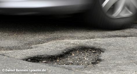 Министерству транспорта Германии хронически не хватает средств и его руководитель Петер Рамзауэр размышляет о новых источниках финансирования. Один из вариантов пополнения транспортного бюджета – платные дороги. Так, по предварительным расчетам введение дополнительных дорожных сборов в размере € 100 в год позволит получить € 3 миллиардов в дорожную казну.