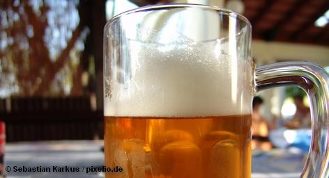 Немецкая организация VGBE, борющаяся с недоливом пива, выявила массовые нарушения на ежегодном празднике пива Октоберфест, который проходит в эти дни в Мюнхене. Представители организации купили около 100 литровых кружек пива в 12 палатках на территории, где проводится фестиваль. В большинстве случаев вместо обещанного литра в кружку наливали около 900 миллилитров.