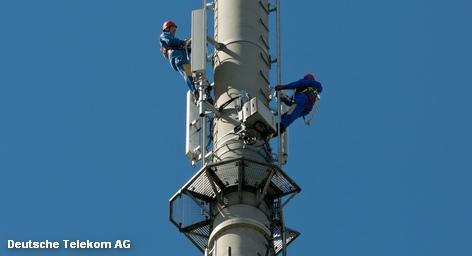 Чтобы предложить конечному клиенту сотовой сети O2 стандарт мобильной связи LTE, обеспечивающий быструю передачу данных, материнской компании Telefónica в Германии необходим стекловолокный кабель, который в настоящее время и в достаточном количестве в Германии может предложить только Deutsche Telekom. В Германии ситуация играет на руку немецкому телекоммуникационному гиганту. В Америке же предстоит много работы.