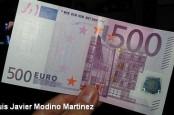 По мнению аналитика Bank of America Афанасиоса Вамвакидиса, отменив 500-сотенныекупюры евро, Евросоюз решит не одну проблему.