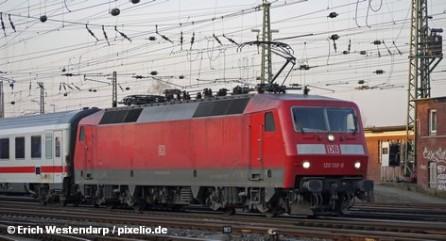 """Транспортный концерн Deutsche Bahn запускает новый сервис. Месячная статистика пунктуальности поездов теперь доступна в интернете. """"Цифры показывают, что в этом году мы гораздо более точно соответствуем расписанию, чем пытаются представить наши критики"""", - заявил по этому поводу в Берлине руководитель отдела пассажирского транспорта Ульрих Хомбург."""