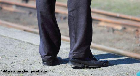 Очередная забастовка машинистов подходит к концу в пятницу в 14 часов. Профсоюз GDL, представляющий интересы представителей этой профессии, попытался в очередной раз парализовать деятельность частных конкурентов концерна Deutsche Bahn. Однако на лини не вышло лишь 20 - 30 процентов поездов, которые были заменены автобусами. Большая часть машинистов вышла на работу.