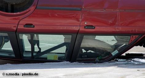 Всеобщий немецкий автомобильный клуб (ADAC) и Ассоциация немецких страховых компаний (GDV) опасаются, что автомобильная промышленность пролоббирует новую систему экстренной помощи на дорогах, согласно которой все аварийные автомобили должны быть отправлены на ремонт в определенные сервисные центры и мастерские, заключившие договор с автопроизводителем. ADAC и GDV вместе пытаются противостоять этим планам в Брюсселе.