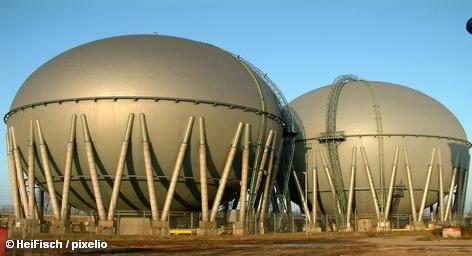 """Исполнительный директор немецкого энергетического концерна E. ON Йоханнес Тайссен намерен развивать газовый бизнес, если федеральное правительство Германии придет к решению отказаться от ядерной энергетики. """"E. ON является крупнейшим дистрибьютором газа в Европе и это поможет нам преодолеть последствия отказа от ядерной энергетики"""", - сказал он журналистами в Дюссельдорфе."""