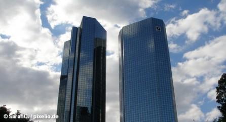 Сотрудники Deutsche Bank удаляют их электронные письма, а содиректор этого кредитного института ищет поддержки и политиков.