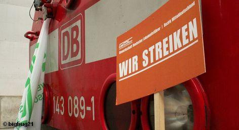 Всеобщая забастовка машинистов поездов должна начаться сегодня вечером в 20 часов и продлится до 10 утра четверга. В этот раз на нее выйдут только машинисты грузовых поездов. Представители немецкой экономики серьезно обеспокоены этим известием. Они опасаются значительного ущерба. Если забастовка продлится дольше, то производственная цепочка будет нарушена.