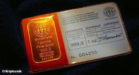Золото впервые подорожало до  $ 1,5 тысяч долларов за унцию. Вечный металл воспринимается инвесторами как надежная альтернатива. Ведь мировая резервная валюта – доллар – в последние годы слабеет, на евро давят долговые проблемы Европы, по котировкам акций многих компаний ударил глобальный экономический кризис, цены на нефть нестабильны и зависят от состояния экономики.