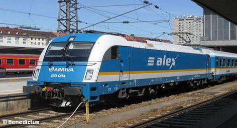 Пассажиры Немецких железных дорог в ближайшем будущем могут не задумываться о том, как пройдет их поездка. Профсоюз машинистов поездов GDL сегодня сообщил, что работодатели сделали конструктивное предложение. Одним из ключевых компонентов продолжения переговоров является готовность концерна Deutsche Bahn заключить единый трудовой договор для всех машинистов.