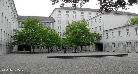 Министр обороны Германии Карл-Теодор цу Гуттенберг намерен провести реструктуризацию своего ведомства, которую поручил гражданскому лицу: […]