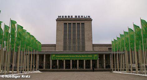 Международная «Зеленая неделя» Берлина - выставка сельскохозяйственной продукции в самом широком смысле, а также оборудования, применяемой в этой отрасли, и место встречи производителей продуктов и продавцов. Она является одной из важнейших международных выставок продовольствия, сельского хозяйства и садоводства, и традиционно проводится в начале года в немецкой столице. В 2012 году она состоится с 20 по 28 февраля.