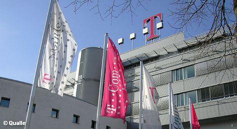 """Генеральный директор Deutsche Telekom Рене Оберманн не ожидает каких-либо проблем со стороны антимонопольных властей США при планируемой продаже дочерней компании немецкого концерна T-Mobile USA американскому конкуренту AT & T. """"Мы сумеем убедить надзорные органы этой страны в преимуществах приобретения"""", - полагает Рене Оберманн."""
