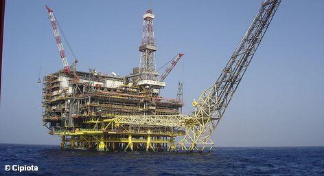 Победа ливийских повстанцев, похоже, близка, что дает повод экономистам и нефтяным компаниям надеется на скорое продолжение производства. Как следствие падает не только стоимость нефти, но и растут акции энергетических компаний. Однако эта кампания может оказаться пирровой победой, поскольку освобожденная от Муаммара Каддафи Ливия может погрузиться в новый хаос.
