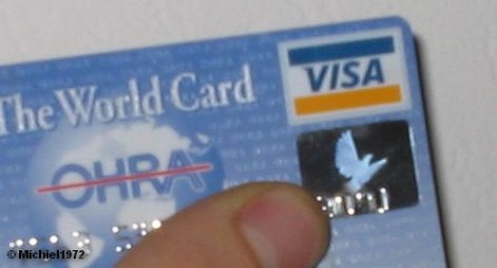 Уже летом этого года в немецких супермаркетах появится возможность осуществления бесконтактных платежей с помощью карт Visa. Семь немецких банков хотят оснастить этой технологией выпускаемые ими кредитные карты. По словам директора по Германии международной платежной системы Visa Оттмар Блохинг, в настоящее время продолжается поиск предприятий, готовых оснастить свои кассовые аппараты этой технологией.