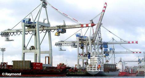 Благодаря росту экономики порт Гамбурга не только уже улучшил квартальный баланс, но и повышает свой прогноз на 2011 год. Экспортный бум, который в настоящее время переживает Германия, привел к тому, что число отправленных только в порт Одессы контейнеров за первый квартал этого года увеличилось на 32 процента.