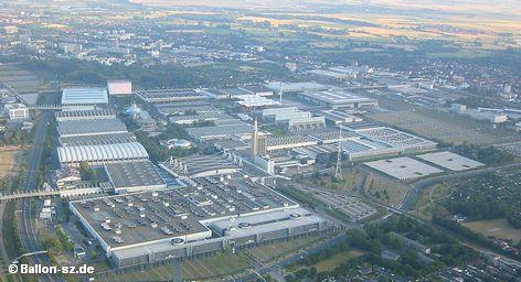 Ганноверская ярмарка – крупнейшая в мире промышленная ярмарка. Она проходит каждую весну в столице федеральной земли Нижняя Саксония. Несмотря то, что некоторые отделы ярмарки со временем стали самостоятельными выставками, в частности Light + Building (выставка архитектуры и строительных технологий) во Франкфурте-на-Майне и Drupa (выставка полиграфии ) в Дюссельдорфе, она привлекает наибольшее число инвесторов.