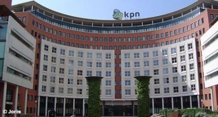 Голландская телекоммуникационная группа KPN, которая является материнской компанией немецкого провайдера мобильной связи E-Plus, по причине вялого бизнеса на внутреннем рынке проводит радикальное сокращение рабочих мест. В Нидерландах потеряют работу 4-5 тысяч сотрудников. Это около четверти персонала. Вместе с тем стало известно, что уменьшается и прибыль компании.