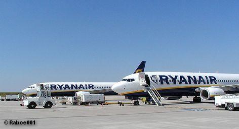 Два Боинга 737-800 авиакомпании Ryanair в аэропорту Франкфурт-Хан