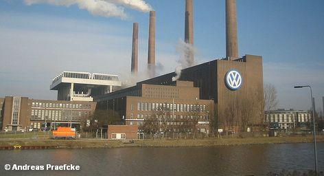 """Ранее сообщалось, что 2018 году концерн Volkswagen намерен продать более десяти миллионов автомобилей. Сегодня стало известно, что возможно Volkswagen выйдет на этот уровень ранее.  """"Вполне возможно, что мы можем достичь этого раньше"""", - передает агентство Reuters слова директор концерна Volkswagen по международным продажам Кристиана Клинглера."""