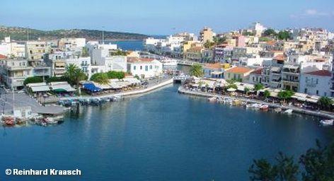 Крит — самый большой греческий остров, который принимает наибольшее количество туристов. В 2010 году Крит посетили почти 3 миллиона гостей. По прогнозам, в 2011 году эта цифра увеличится на 15-20%. Однако это не предел. Власти острова ведут переговоры с авиакомпаниями об организации рейсов на Крит в зимний период.