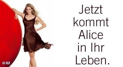Немецкому провайдеру телекоммуникационных услуг Alice придется искать новое лицо для рекламы его продукции. Материнская компания Telefonica уволила модель Ванессу Хесслер, с 2004 года изображаемую на всех рекламных продуктах Alice. Причина –  высказывания о ее отношениях с сыном Муамора Каддафи, от которых компании не удалось дистанцироваться.