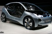 Эксперты исходят из того, что в будущем году BMW во всем мире сможет продать примерно 25 тысяч электромобилей i3.