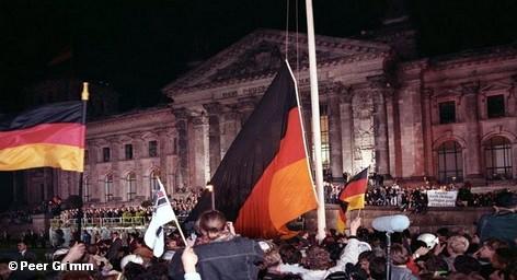 Двадцать лет объединенной Германии были в основном положительными. Такое мнение выразила канцлер страны Ангела Меркель. […]