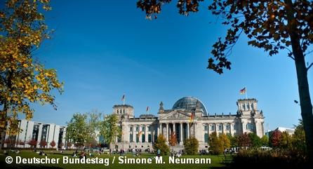 Вид на здание немецкого парламента Рейхстаг